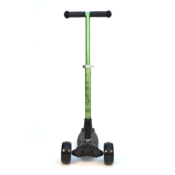 """3-Style Scooters RGS-3 Kick Scooter - Front View. Stylish metallic colouring with etched 3-Style logo, large 2"""" wide-ride black wheels and robust easy-fold handlebars. Suitable for kids aged 3+ and heights 100cm+"""
