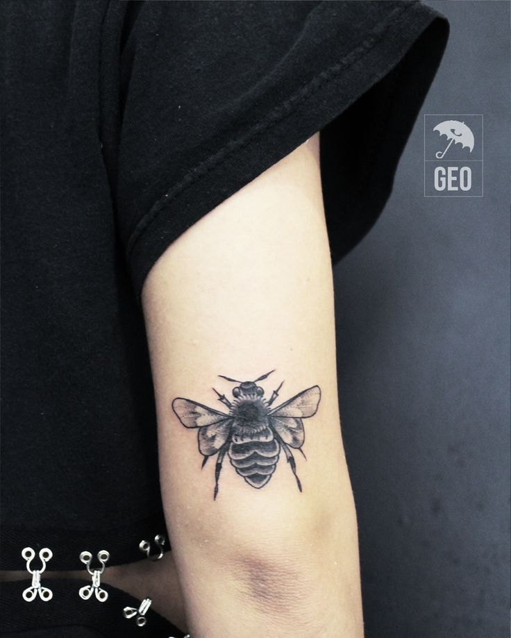 tattoo, black work, Art, tattoos, brooklyn, greenpoint, newyork, nyctattoos, line work, black and grey tattoo, williamsburg, bees, bee, black, wings, bug tattoo, bugs, bug, buzz