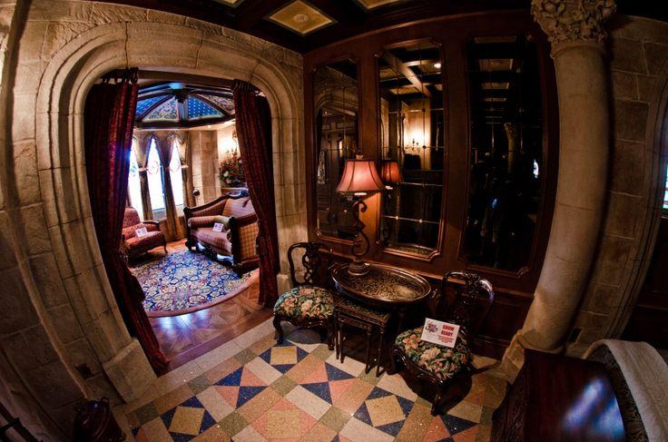 cinderella castle suite Entrance hallway.