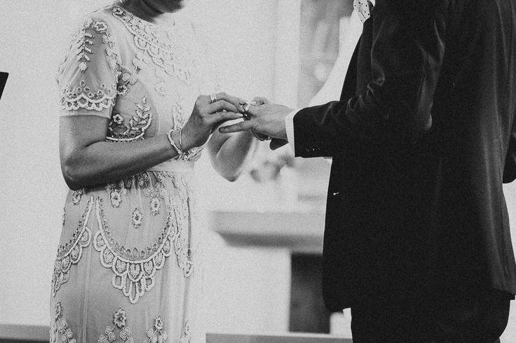 ringbyte, vigsel, vigselceremoni, kyrkligt bröllop, ringar, kyrka