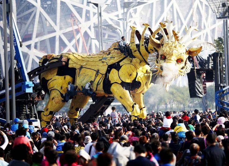 IMPRESSIVE Giant Mechanical Horse Dragon (Longma) in Beijing - HD