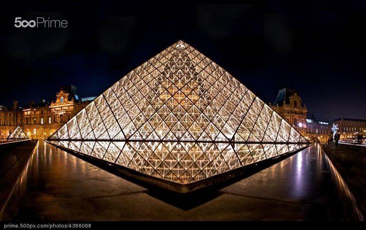 Museo del Louvre 3 - stock photo
