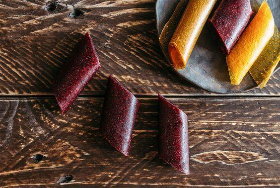 Noch nie von Fruchtleder gehört? Dann wird es Zeit! Fruchtleder ist selbstgemachtes Fruchtgummi. Das geht einfach und ist gesund - jetzt den Artikel lesen!