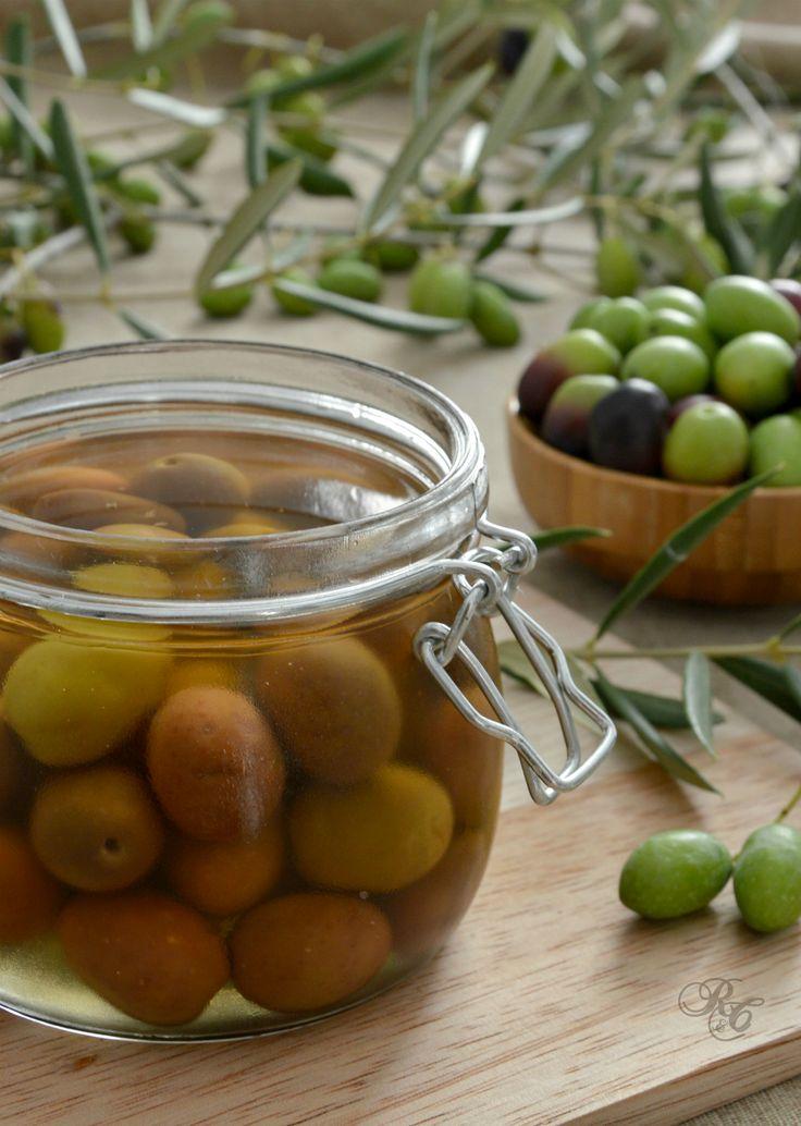 Olive in salamoia (o in acqua)  http://blog.giallozafferano.it/rafanoecannella/olive-in-salamoia-o-in-acqua/