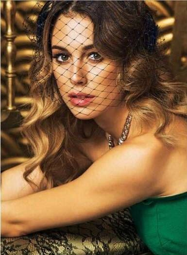 Blanca Suárez for @ghdspain with romantic waves