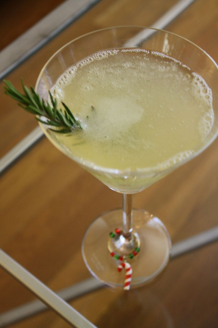 Partridge in a pear tree holiday cocktail 1 oz pear vodka for Morning cocktails with vodka
