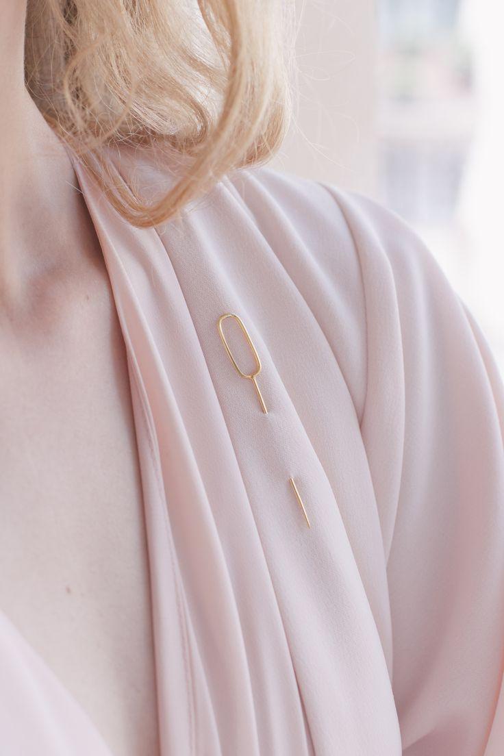 brooch - lui - Anna Lawska Jewellery /  jacket - Natalia Siebula / photo - Piotr Czyz