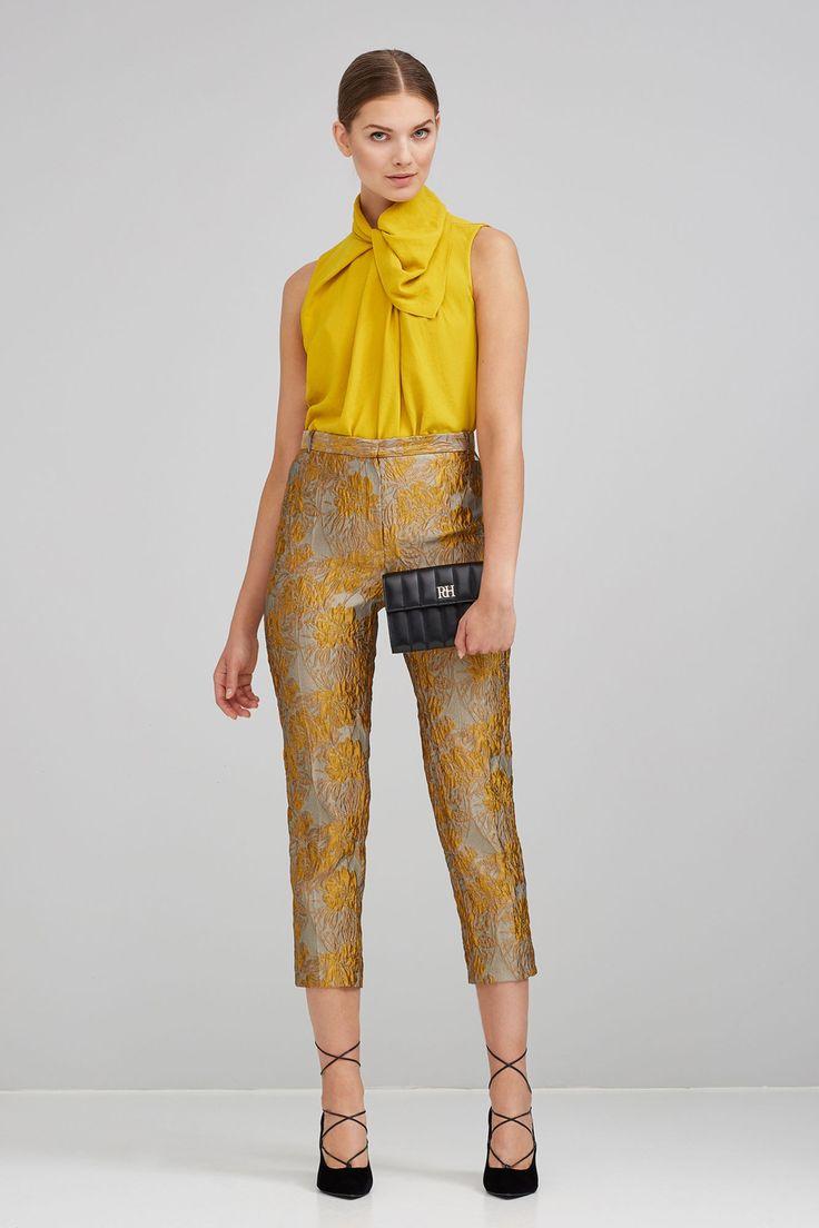 Pantalón jacquard tobillero de corte recto con detalles florales.