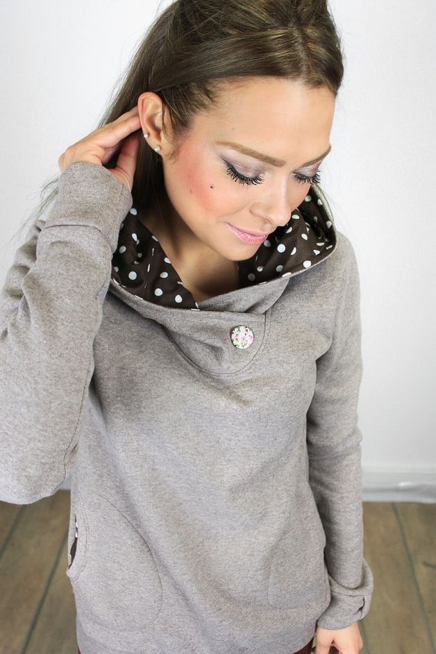 Hoody in grau mit punkten in der Kapuze, langer Pullover mit Knopf am Kragen, Herbst und Winter Hoody für Frauen / Grey hoody with polkadots at the hood, long pullover with stud on the collar, autumn and winter hoody for women by Shoko via DaWanda.com