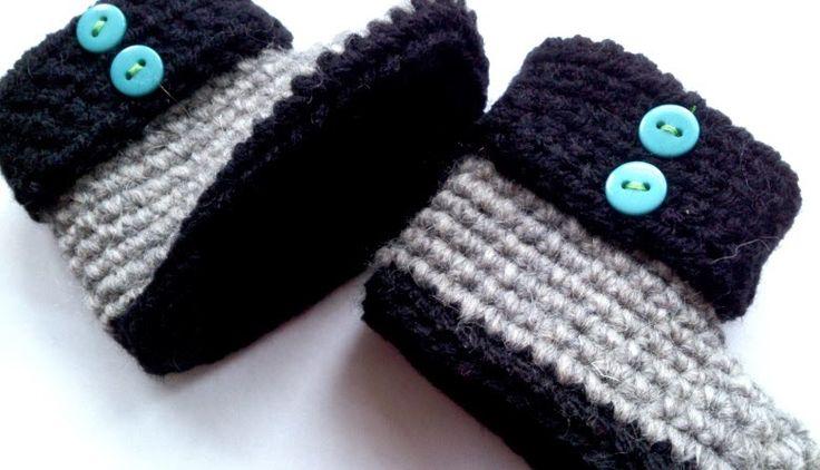Met lekkere warme wol haakte ik deze babyslofjes als kraamcadeau. Benodigdheden: Haaknaald, twee kleuren wol geschikt voor naald 3,5mm en 4 gekleurde knoopjes, naald en een gekleurd garen om de knoopjes mee vast te zetten. Dit is het patroon, origineel...