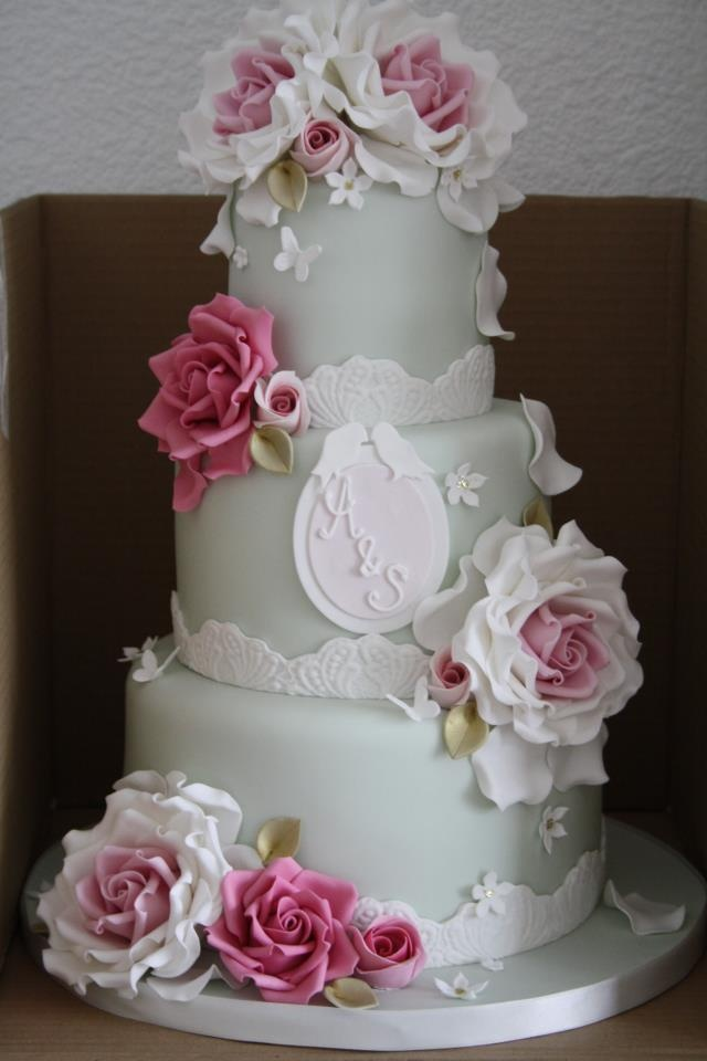 Love the brightness of the flowers against the gentle pastel colour of the main cake.  By Cotton & Crumbs