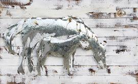 Trendykunst presenteert dit prachtige schilderij van een paard met haar jong.  Metalen 3D schilderij