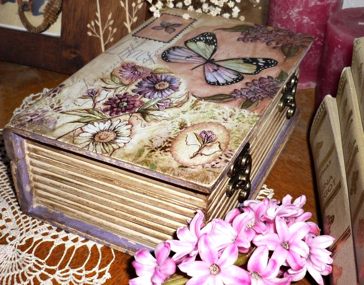 Decoupage box. Find me on Facebook: www.facebook.com/crishdm