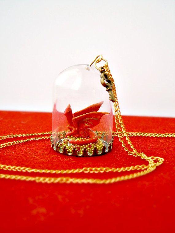 OOAK dragon necklace - The Hobbit - Smaug & his treasure glass terrarium Omg!!! So freaking cute baby Smug!!!