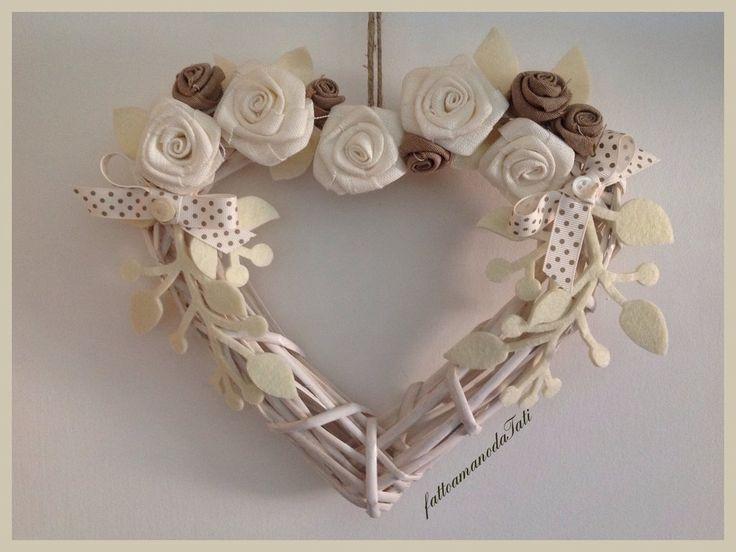 Cuore in vimini con rose di lino bianche ed ecrù , by fattoamanodaTati, 25,00 € su misshobby.com