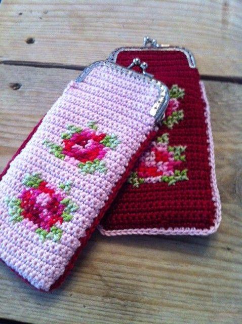 Crochet and Cross Stitch Purse Inspiration ❥ 4U // hf Para los anteojos o los billetes.