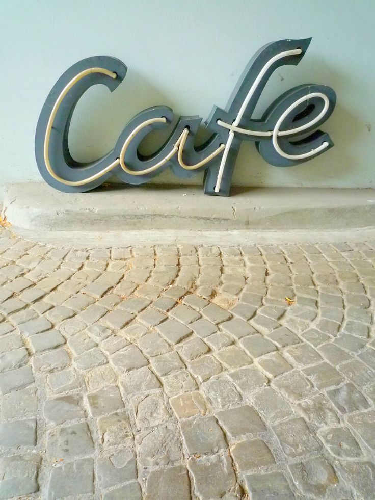 Cafe. Vintage LeuchtReklame. Schwarz. Weiß. Black. White.