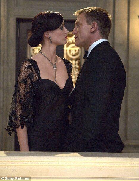 Daniel Craig & Eva Green in Casino Royale! Hot, hot, HOT!
