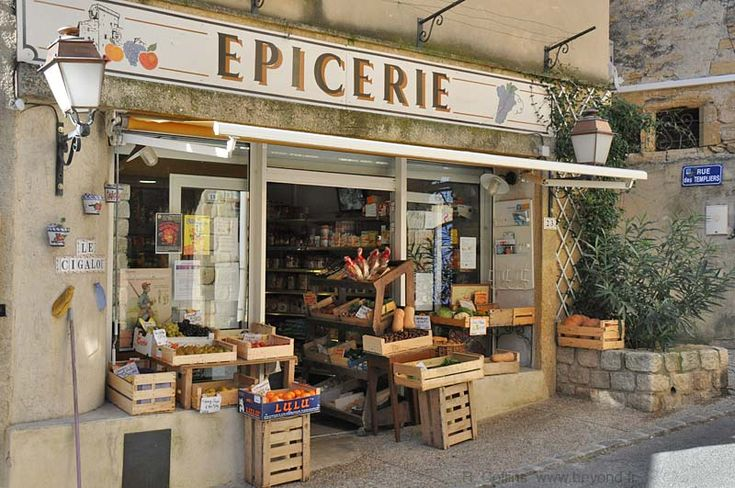 7/20. This épicerie is a small grocery store in the center of Chateauneuf-du-Pape village