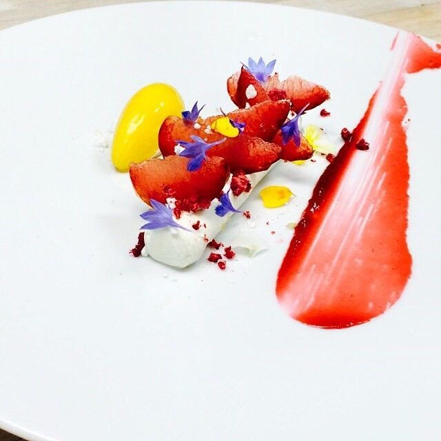 "Greek yogurt cremeux, compressed plums, crushed yogurt meringue, dried raspberries, peach sorbet…"" on Antonio Bachour's IG #plating #gastronomy"