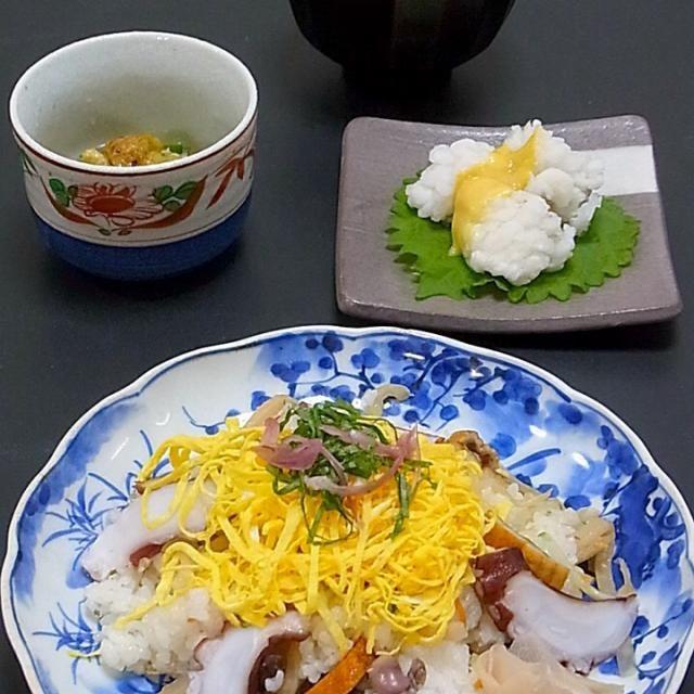 続き  夕べからのそば米汁は何回食べても飽きない味です。  下ごしらえ済みの材料を使ったと思って、手抜きなし(*^^*)/  今日も美味しかった! - 22件のもぐもぐ - 今晩は、五目寿司、鱧落とし、もずくと胡瓜と焼きナスの酢の物、そば米汁  木曜日、仕事が遅くなり買い物せずに帰宅。 時短料理はしないで、丁寧さを大切にしているのですが、今日は大変(^^;;  昨日の切干し大根の煮物に冷蔵庫にあったタコと穴子を足して、生姜も茗荷も甘酢漬けにしてあったので、ちょっと添えて五目寿司に。 夕べか by akazawa3