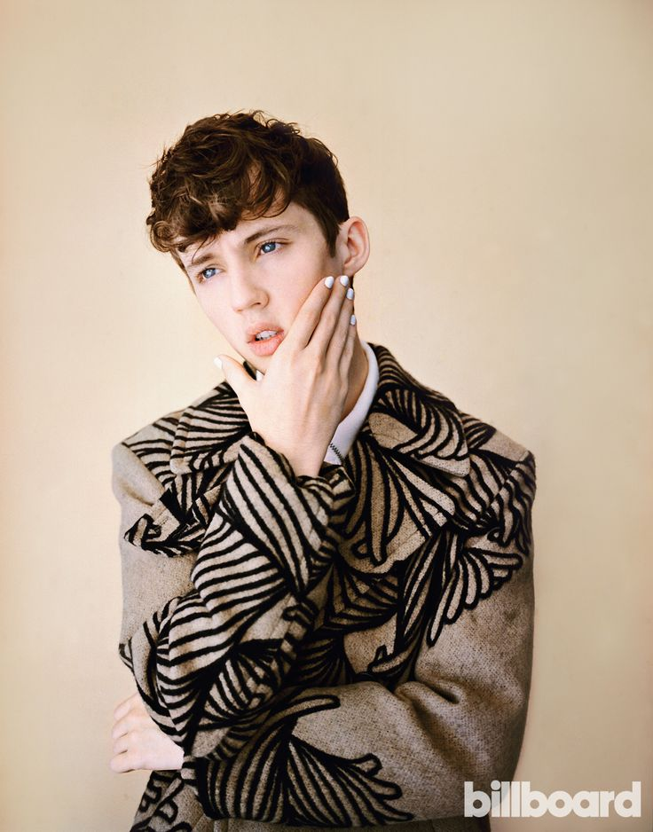 TRXYE Sivan is driving me WILD. His HEAVENly voice puts me at EASE. How can his eyes be so BLUE? His videos are TOO GOOD, I wish he would TALK ME DOWN in real life. You are FOOLS if you don't listen to his music, go take a HAPPY LITTLE PILL and get ur head out of THE QUIET nothingness it's been in. That seductive face in one of his videos when he BITEs his mouth and that one montage of him TOUCHing his face. The fact that I can never be with me means that I DKLA.