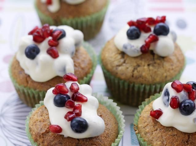 Sugen på noe godt, men vet du egentlig ikke burde? Les videre! KKs søsterblad Allers feirer denne helgen at de er ukebladet som øker mest.  Et av suksess-kriteriene er de fantastisk gode matoppskriftene du finner i bladet hver uke – og de vil mer enn gjerne dele en smakbit med deg.  LES OGSÅ: Skal du juksebake? Sjekk hvor sunne «posekakene» egentlig er Det beste av alt med de supergode muffinsene, er at de er uten sukker (ok, det er litt smør) – så du kan spise dem med gooood samvittighet!