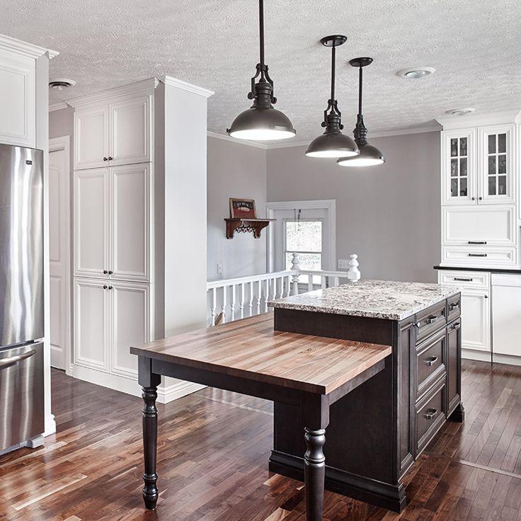 Cuisine style classique avec armoire jusqu'au plafond