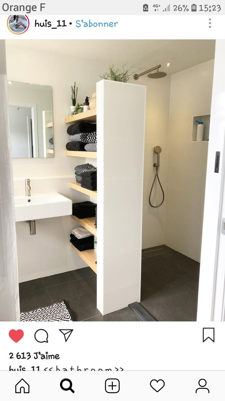 Small room, but functional. Beautiful shelves and place under the sink
