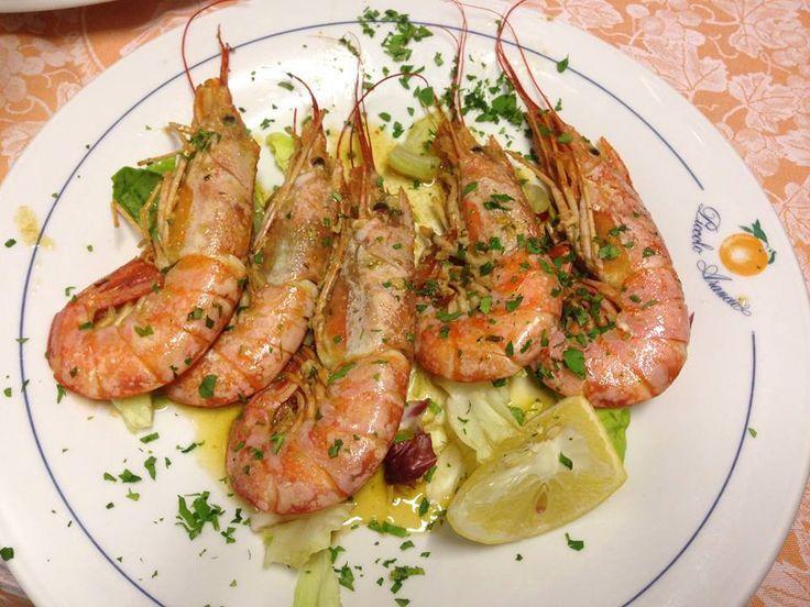 Gamberoni, in padella con aglio e olio, al vino bianco