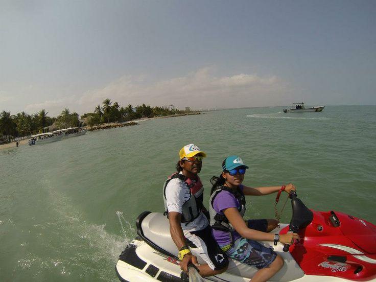 tambien tenemos motos acuáticas, para darle un toque de adrenalina.
