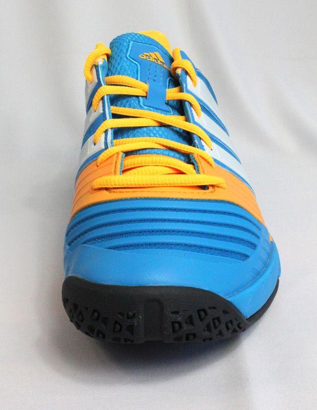 Hier siehst Du die neuen Adidas Stabil 11 Handballschuhe in blau/weiss von  vorne.
