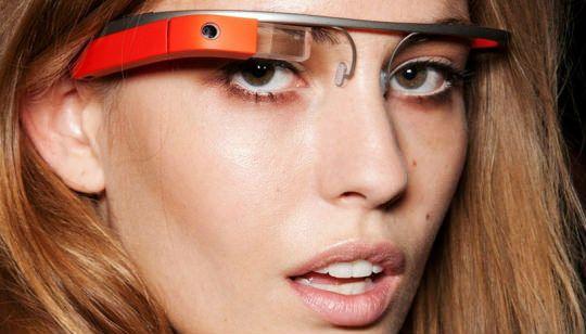 http://gabatek.com/2013/08/22/tecnologia/google-glass-tecnologia-futurista-prohibida-lugares/ Google Glass es una tecnología futurista prohibida ya en más de 6 lugares