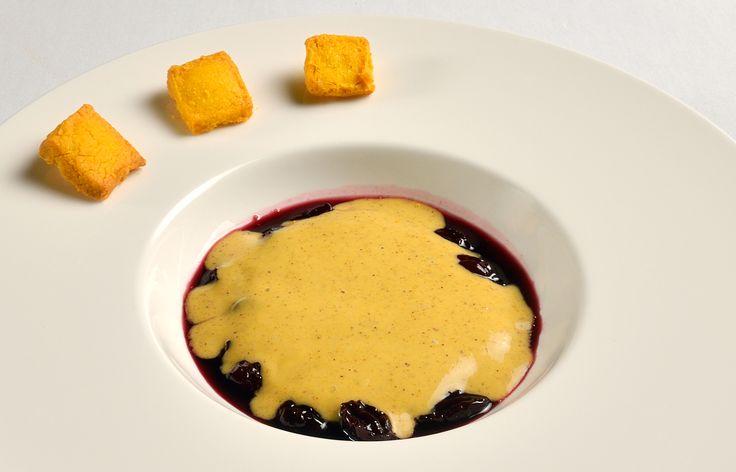 Ciliege alla San Giovese e pistacchi  con biscotti frolli, altra sfiziosa combinazione di sapori creata dai nostri Chef