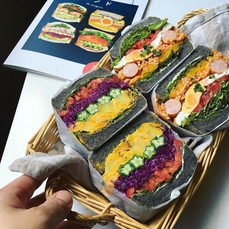 もりもり野菜サンド部のみんなー!ただいまーっ‼︎おにぎらず武者修行から帰ってきたぜっ✨笑 ・ ひさびさの部活動✨ ・ 練りゴマとすりゴマを入れた小さめまっくろ角食を焼いて、ミニもり2種。がっつり黒いけど自然の色のみです。デカく見えるけどミニもりなんです、コレ。 ・ *かぼちゃサラダメインの野菜だけサンド *ナポリタンサンド ・ 奥にチラ見えしているのは人気デリスタグラマーさんたちのわんぱくサンド本✨ ・ 昨日届いたこの本を見てたらサンド熱再び〜✨ ・ あ、でも武者修行はちょいちょい行きますけどね。笑 ・ 三連休ですね✨皆様よい休日を! 我が家は海でも行くかなー ・ #わんぱくサンド #もりもり野菜サンド#もりもり野菜サンド部#萌え断 #lin_stagrammer #デリスタグラマー#クッキングラマー#サンドイッチ#ランチ#foodpic #foodstagram #sandwich#lunch#lunchtime #bread#sesame#角食#おうちパン#おうちごはん#おうちカフェ#手作りパン#黒ごまパン#ミニもりサンド