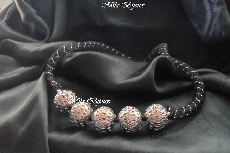 collana rete nera e sfere metalliche, by Mila Bijoux, 6,90 € su misshobby.com