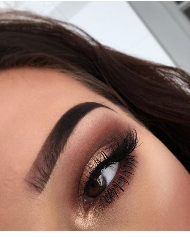Golden smokey eye.