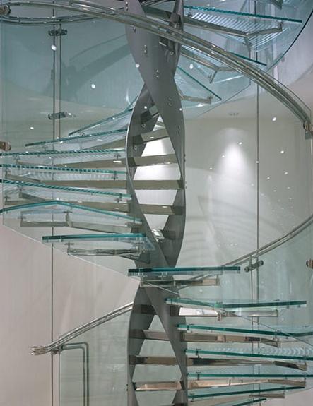 Sexy Stair Saturday - Glastreppe mit Stahlwangen in DNA-FORM.