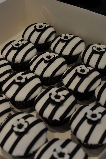 Black & White - Cupcakes