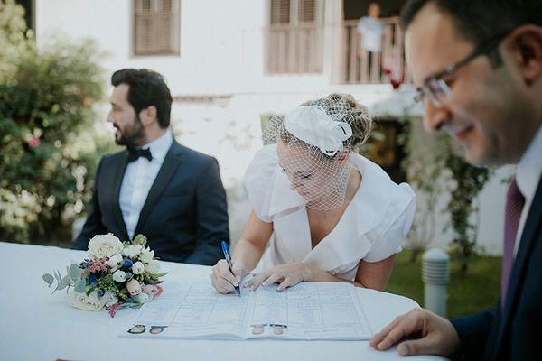 Civil Chic Wedding In Thessaloniki Idil Emre Chic Stylish Weddings Stylish Wedding Chic Wedding Veil Hairstyles