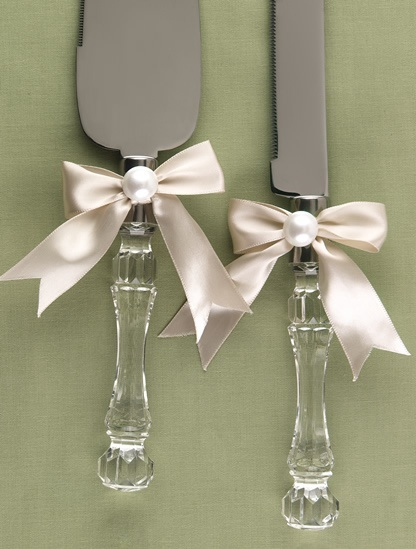 Broke Creative Bride: wedding cake knife and server