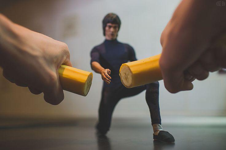 Super heroes en miniatura por VSEOK  El fotógrafo Ruso VSEO tiene una gran imaginación, y desde su tumblr nos comparte este set de fotografías con heroes en miniatura que van desde spiderman hasta Bruce Lee.  Fuente: http://skvoe.tumblr.com/