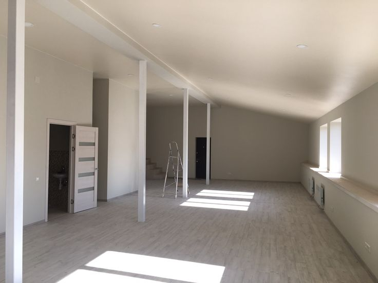Аренда офиса по Греческая 24 Сдам светлое помещение на 4/4 этаже, свободной планировки. Площадь 525 кв.м. установлены конвектора, 4 сан.узла, кухня, ресепшн, подсобное помещение.