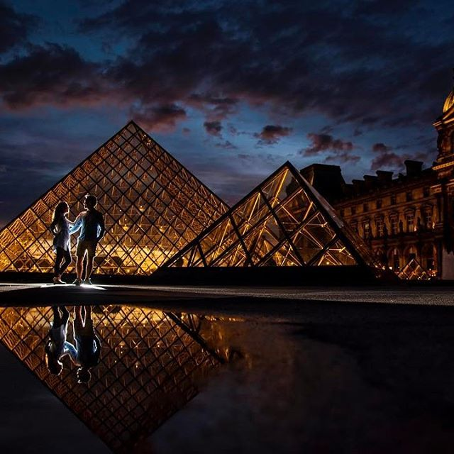 As the skies were starting to clear in the late afternoon we made our way over to @museelouvre to watch the sunset and we were blessed with this sky as the evening lights illuminated the Louvre. The rain from earlier in the evening created reflective pool