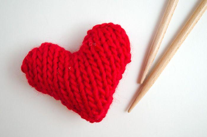 Voici un nouveau patron gratuit : apprenez à tricoter ces jolis cœurs en tricot ! N'oubliez pas de jeter un coup d'œil à cet autre modèle que nous vous ...