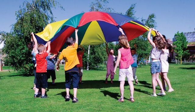 Tiempo libre y actividades infantiles: Juegos de exterior con paracaídas
