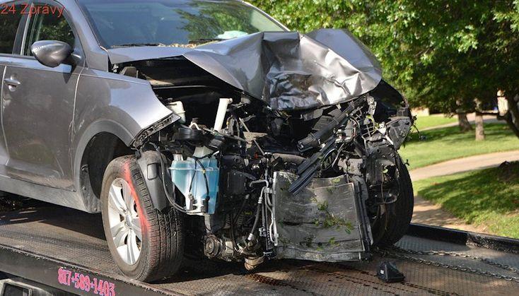 Při hromadné nehodě deseti aut na německé dálnici zemřeli čtyři lidé