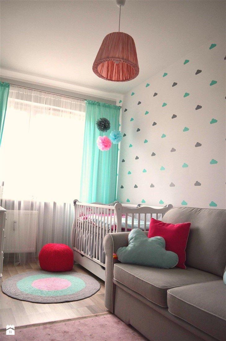 Aranżacje wnętrz - Pokój dziecka: Pokój małej dziewczynki - Średni pokój dziecka dla dziewczynki dla niemowlaka, styl skandynawski - dekoratoramator.pl. Przeglądaj, dodawaj i zapisuj najlepsze zdjęcia, pomysły i inspiracje designerskie. W bazie mamy już prawie milion fotografii!