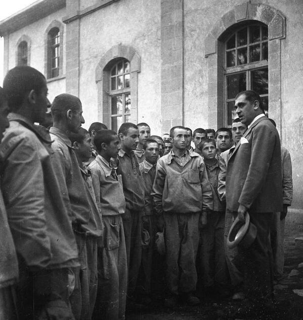 Hasan Ali Yücel Kars Cılavuz Köy Enstitüsü Öğrencileriyle 1940