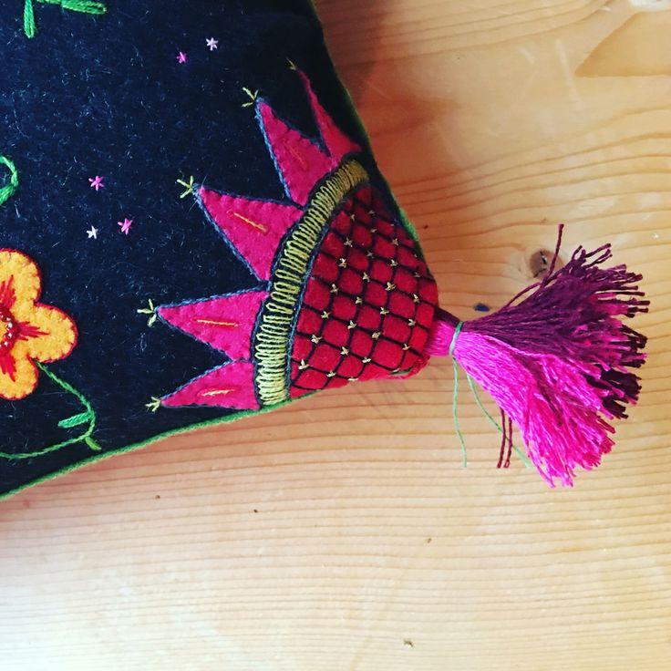 Linen yarn tassels från Växbo Lin #embroidery #broderi #craft #håndarbeid